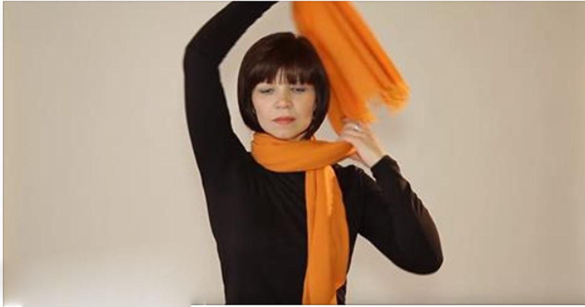 А вы умеете красиво носить шарфы? Эта девушка предлагает оригинальные способы модно завязывать шарф!