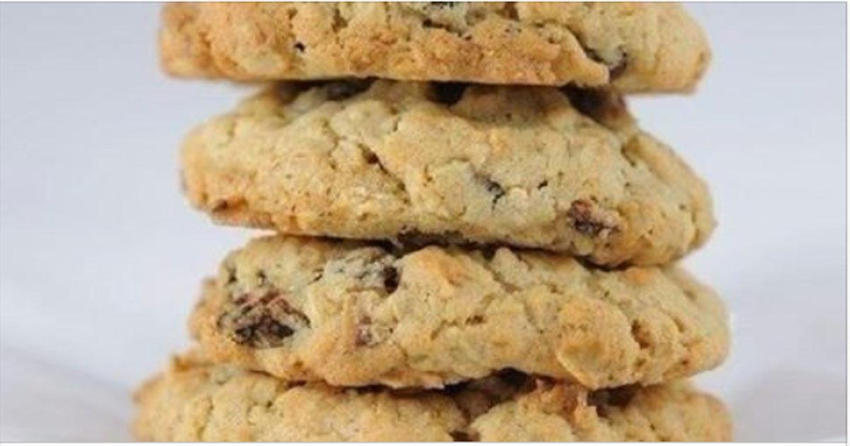 Диетическое печенье из овсянки с орехами и сухофруктами