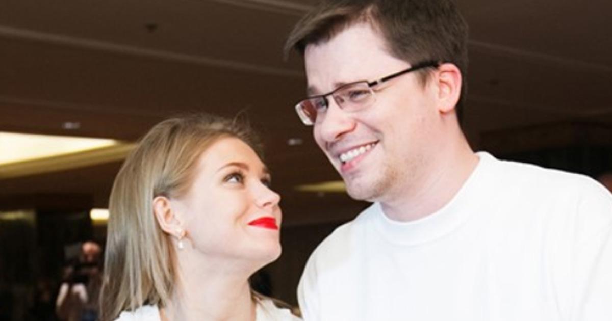 Гарик Харламов и Кристина Асмус впервые показали дочку с ангельской внешностью