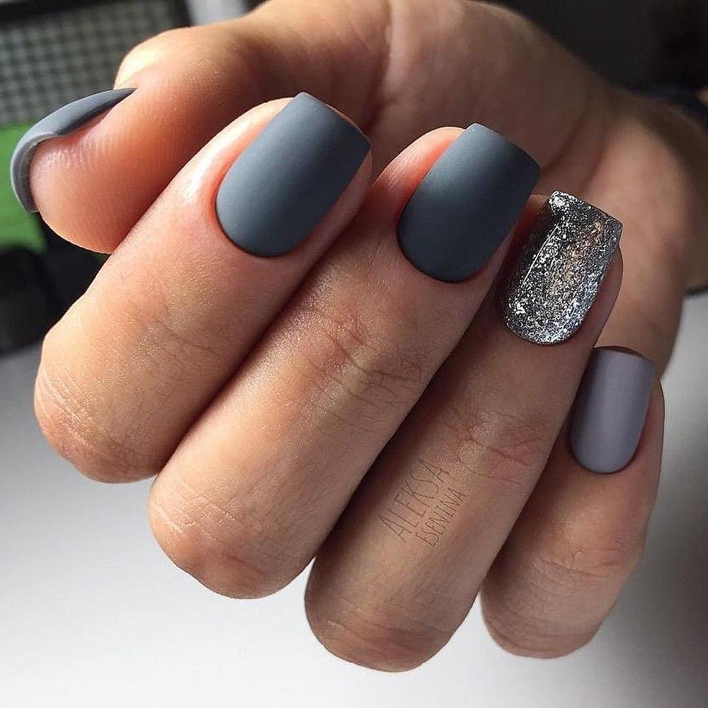 Тем не менее дизайн ногтей в серых тонах гораздо интереснее, чем можно себе представить.