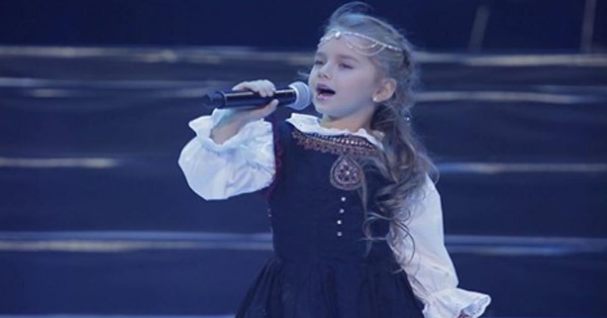 Сложнейшая еврейская песня, а как поёт чисто девочка из Молдовы!