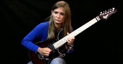 17-летняя гитаристка исполняет «Лунную сонату» Бетховена (видео)