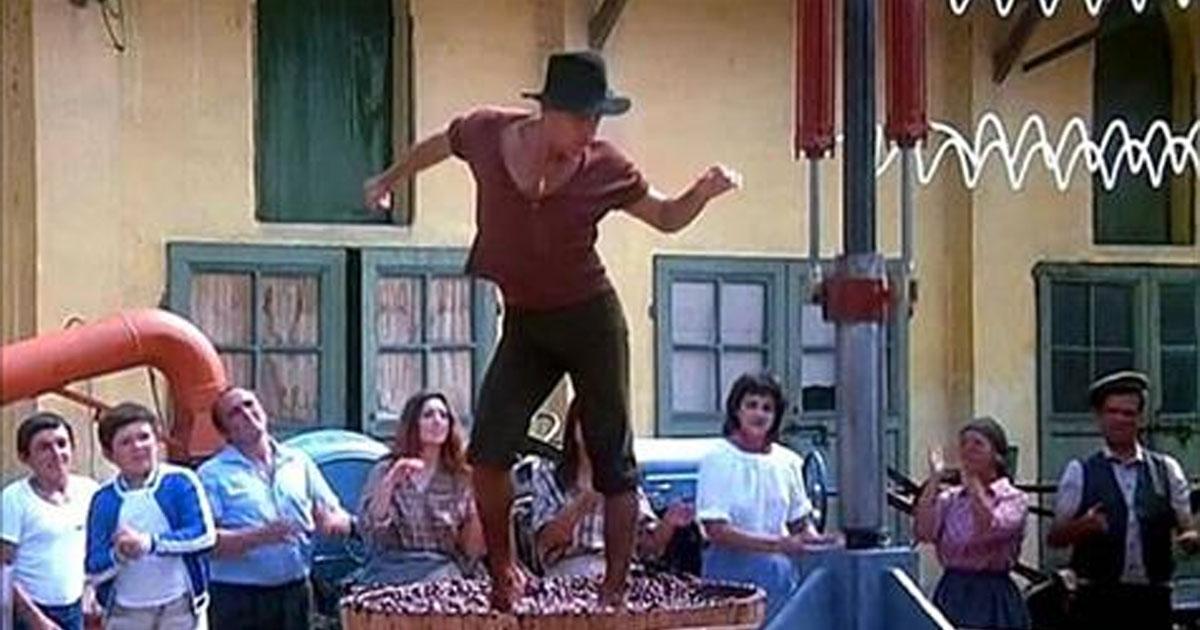 Зажигательный танец строптивого Адриано Челентано на винограде.