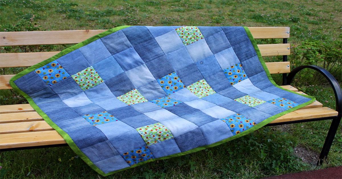 Непромокаемое одеяло из старых джинсов — отличная идея для пикника…