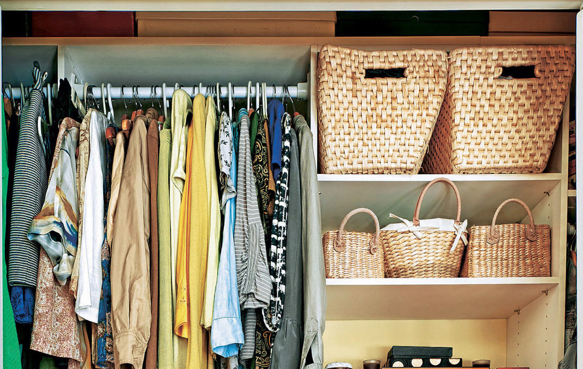 О том, как правильно складывать вещи в шкафу для идеального порядка.