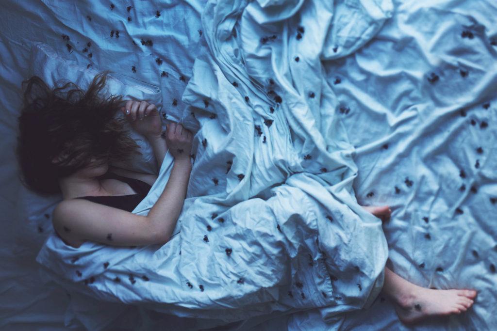 О том, почему наше тело иногда резко вздрагивает после засыпания