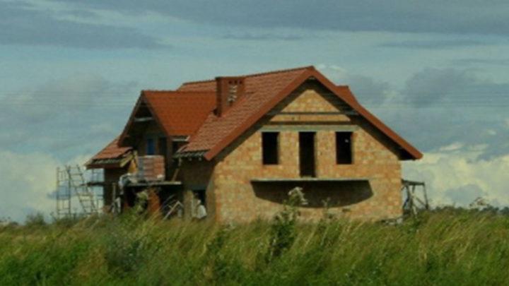 18 домов, у которых есть лица.