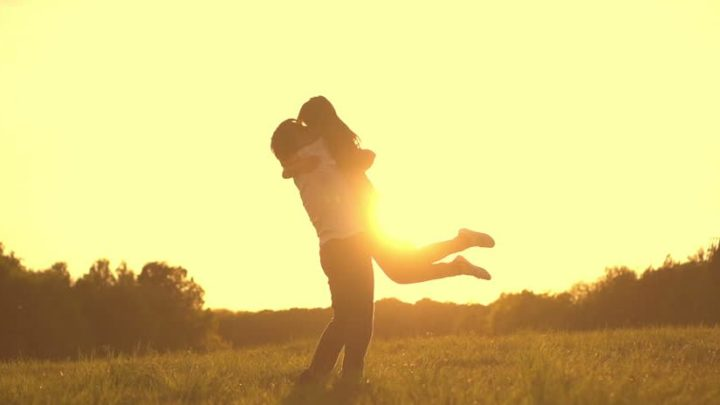 Когда мужчина любит женщину, он хочет о ней заботиться
