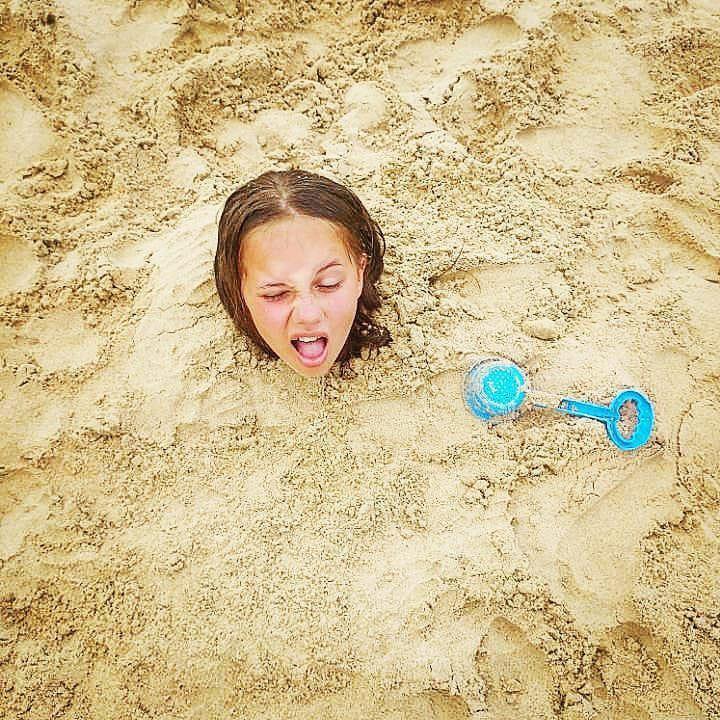 20 доказательств того, что настоящая девочка может застрять где угодно