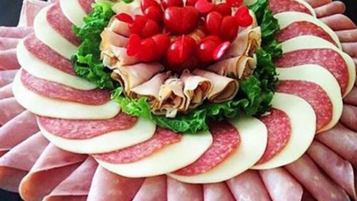 К праздничному столу: Простые и очень красивые способы подачи мясной нарезки