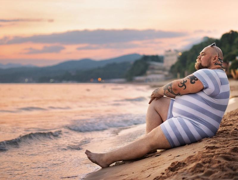 Уморительная пародия на пляжные снимки девушек