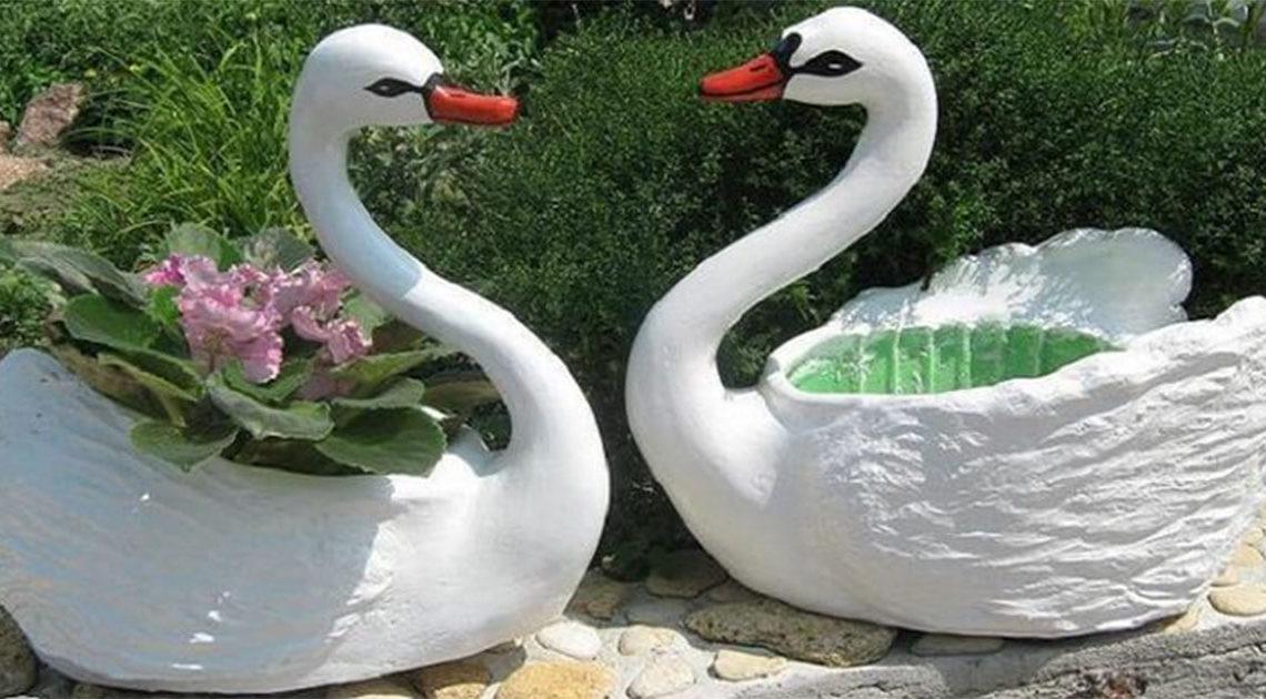 Садовые лебеди из шпатлевки.