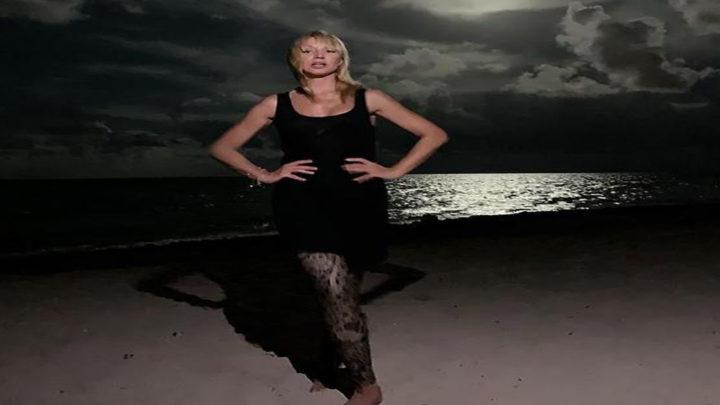 Эффектное и откровенное фото Кристины Орбакайте на пляже достойно внимания.